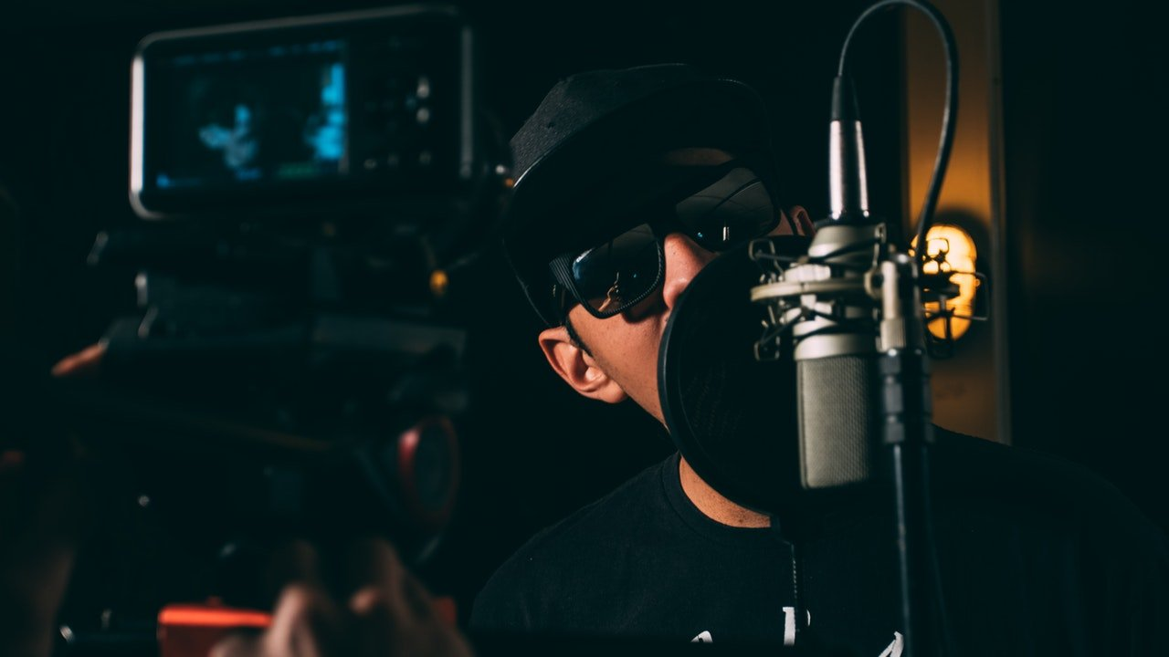 man-microphone-music-122635